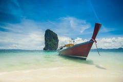 голубая ясная вода неба Пляж в Krabi Стоковое Изображение RF