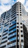 Голубая angled башня офиса в Ванкувере Стоковое фото RF