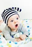 Голубоглазый младенец зевая Стоковые Изображения RF