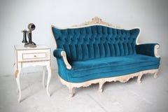 Голубое винтажное роскошное кресло Стоковые Изображения RF