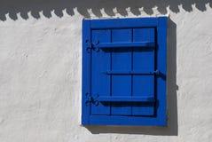 Голубое деревенское окно стоковые фотографии rf