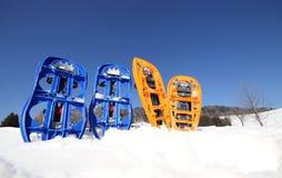 4 голубое и оранжевые snowshoes Стоковое фото RF