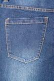 Голубое карманн джинсов джинсовой ткани Стоковые Изображения RF