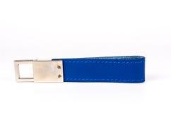 Голубое кожаное кольцо для ключей изолированное на белизне Стоковое Изображение RF