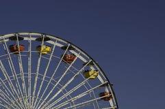 голубое колесо неба ferris Стоковая Фотография RF