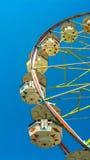 голубое колесо неба ferris Стоковая Фотография