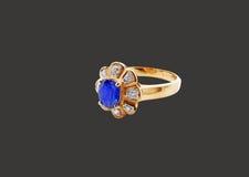 Голубое кольцо золота диаманта с путем клиппирования Стоковые Фотографии RF