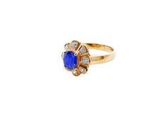 Голубое кольцо золота диаманта с путем клиппирования Стоковая Фотография