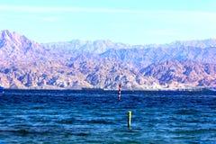 Голубое море и красивые горы Стоковое фото RF