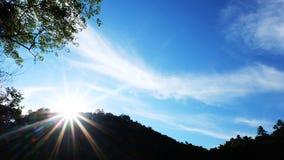 Голубое небо, белое облако с солнечным светом Стоковое Изображение RF