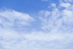 Голубое небо заволакивает предпосылка Стоковые Фото
