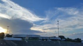 Голубое небо и автомобиль Стоковая Фотография