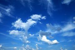 Голубое небо и белое облако Стоковые Изображения RF