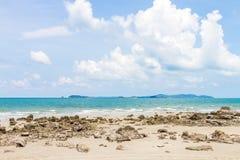 Голубое небо и вид на море стоковое фото rf