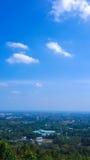 Голубое небо и здание Чиангмая взгляд Стоковая Фотография