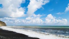 голубое небо моря Рок Стоковое Изображение
