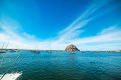 Голубое небо над заливом Morro стоковая фотография
