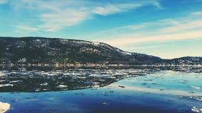 голубое небо норвежца природы гор fiords стоковая фотография