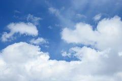 голубое небо облака Красочное яркое Стоковые Изображения RF