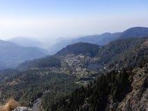 Голубое небо, облако и холмы в Индии стоковое фото rf