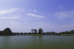 голубое небо озера Стоковая Фотография