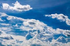 Голубое небо с белизной заволакивает серия 06 Стоковые Изображения