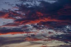 Голубое небо с белыми и голубыми и розовыми облаками Стоковое Изображение