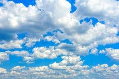 Голубое небо с крупным планом облаков Стоковое фото RF