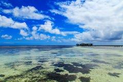 Голубое небо с морем Стоковые Изображения RF