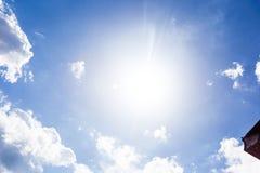 Голубое небо с обоями предпосылки облаков Стоковые Изображения