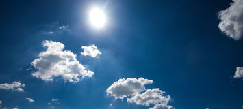 Голубое небо с облаком Стоковые Изображения