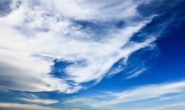 Голубое небо с предпосылкой облака стоковая фотография