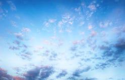 Голубое небо только с белыми облаками стоковое изображение rf