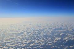 Голубое облако было принято на самолет для предпосылки Стоковые Изображения RF