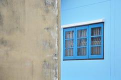 Голубое окно на классике wall Стоковое Изображение RF