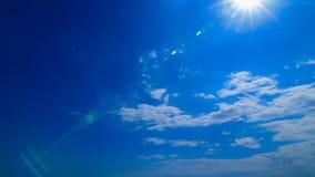 голубое пасмурное небо видеоматериал