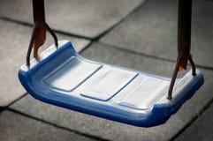 Голубое пластичное качание на спортивной площадке Стоковые Фотографии RF