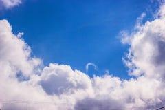 голубое драматическое небо Стоковые Изображения RF