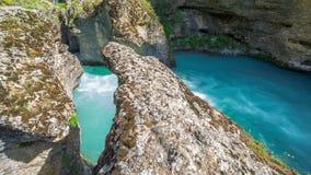 Голубое река горы в каньоне Aksu, Казахстана - 4K Timelapse сток-видео