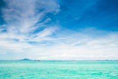 Голубое солнечное море Стоковые Изображения