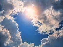 голубое солнце неба лучей облаков Стоковые Фото