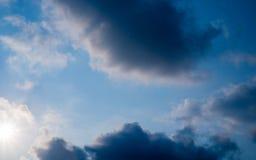 голубое темное небо Стоковые Изображения