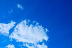 голубое яркое небо Стоковые Изображения RF