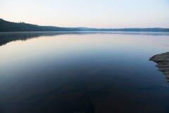 Штилевое озеро на заходе солнца стоковые фотографии rf