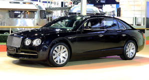 Голубой автомобиль роскоши шпоры W12 летания серии Bentley Стоковое Фото
