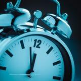 Голубой будильник стоковые изображения