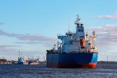 голубой грузовой корабль Стоковое фото RF
