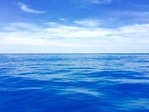 голубой глубокий океан Стоковое фото RF