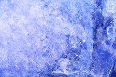 Голубой ледяной кристалл поверхность льда Крупный план макроса ледяных кристаллов Стоковые Фото