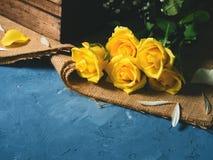 голубой желтый цвет роз Стоковые Изображения